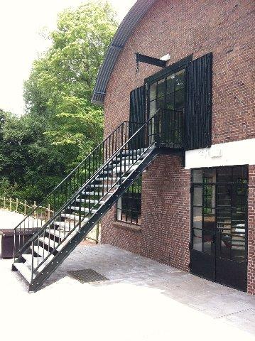 Stalen trappen knsf muiden constructiebedrijf g van loenen bv - Trap binnen villa ...