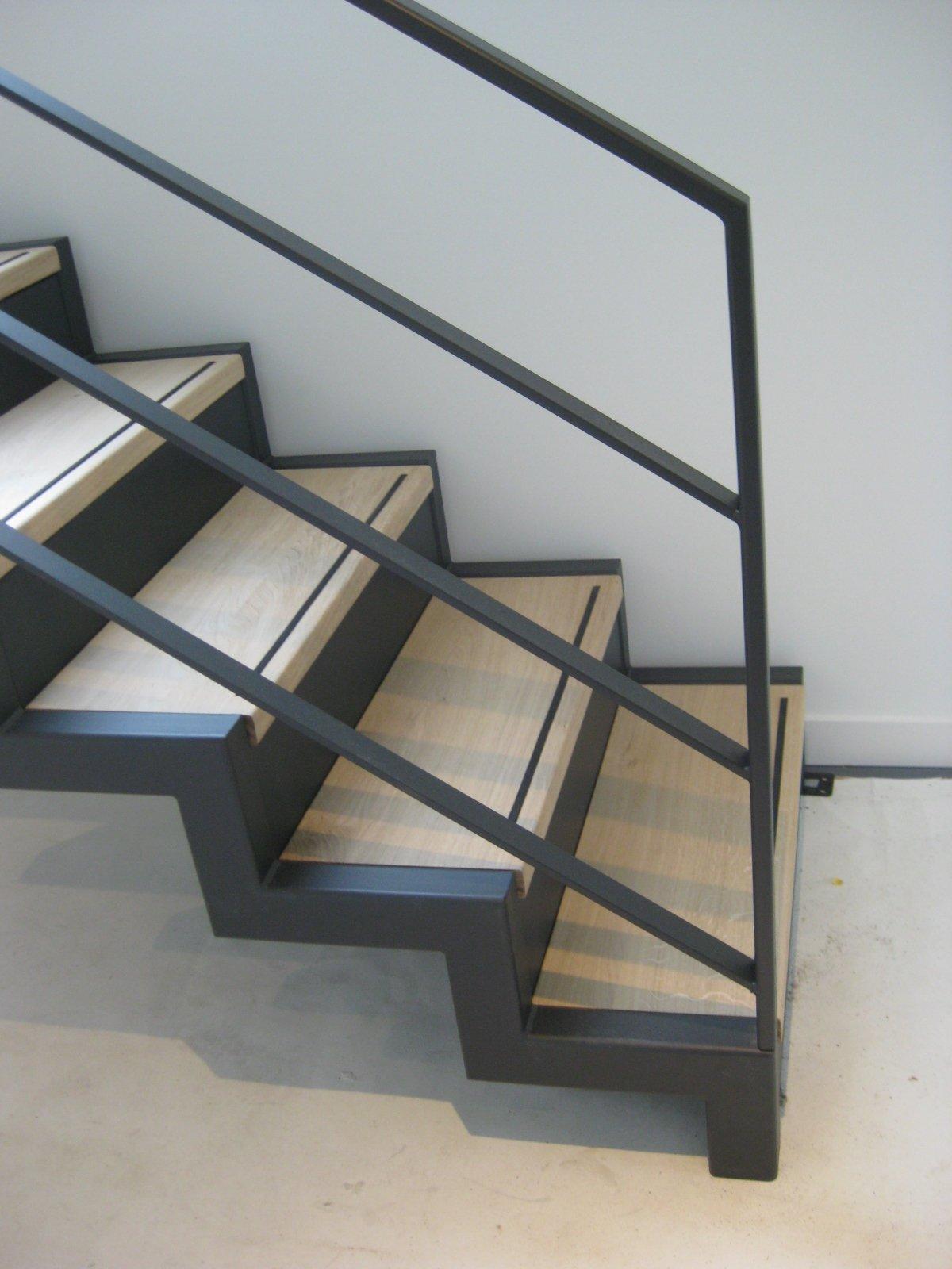 Trap woonark constructiebedrijf g van loenen bv for Stalen trap maken